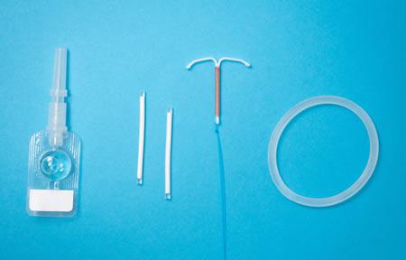 Implante, DIU hormonal e de cobre são os métodos contraceptivos mais eficientes. Foto por Health Supplies Coalition no Unspash.