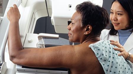 Entenda os passos dos exames de mamografia e porque cada exame vai ter uma tratativa no combate ao câncer de mama.
